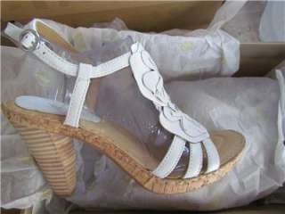 Born Womens HYDRANGEA WHITE Sandals Size 8/Euro 39