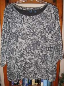 WESTBOUND WOMENS PLUS SIZE TUNIC TOP WITH FLORAL LINED BLACK & WHITE