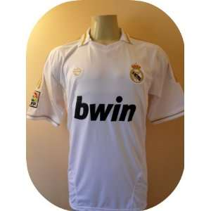 REAL MADRID # 8 KAKA SOCCER JERSEY SIZE SMALL. NEW