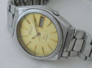 VINTAGE GENTS SEIKO 5 21 JEWELS DAY/DATE AUTOMATIC JAPAN WRIST WATCH