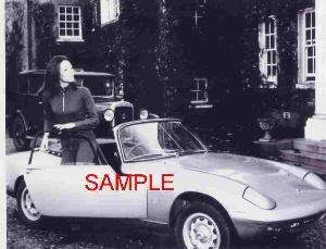 THE AVENGERS DIANA RIGG PHOTO GETTING OUT OF HER CAR