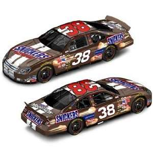 Elliott Sadler #38 Snickers 2006 Ford Fusion / 124 Scale