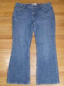 Womens Levis Signature Jeans Low Rise Boot Cut Size 16 Short (35x28