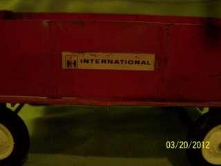 VINTAGE ERTL FARMALL 404 TRACTOR & INTERNATIONAL HARVESTER WAGON & 4