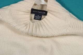 Size M 8 10 Crème Italian Merino Wool Turtleneck Mock Sweater