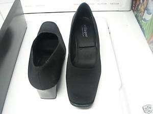 Womens 6 1/2 Black High Heeled Shoes by Villager