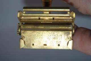 Vintage 1930s VALET Gold Tone Safety, VG condition, no blades.