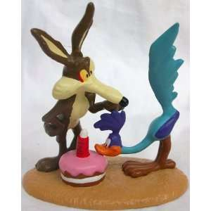 Tunes Wile E Coyote and Road Runner 3 Ceramic Figure Toys & Games