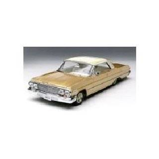 Hot Wheels Lowrider Magazine 65 Impala 1/18 Scale: Toys