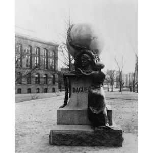 early 1900s photo Monument to Louis Daguerre on